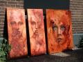 drie doeken bruin gezichten